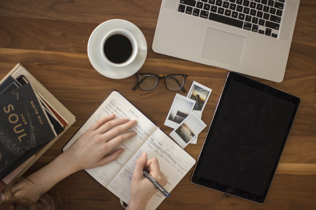 Pros and cons of online courses you need to be aware of